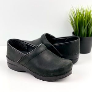 DANSKO Oiled Leather Professional Clog Black 39